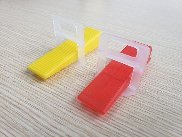 ke nhựa cân bằng gạch